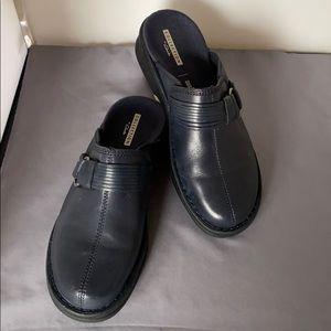 Clarks navy leather Patty Lorene Clog, 6.5